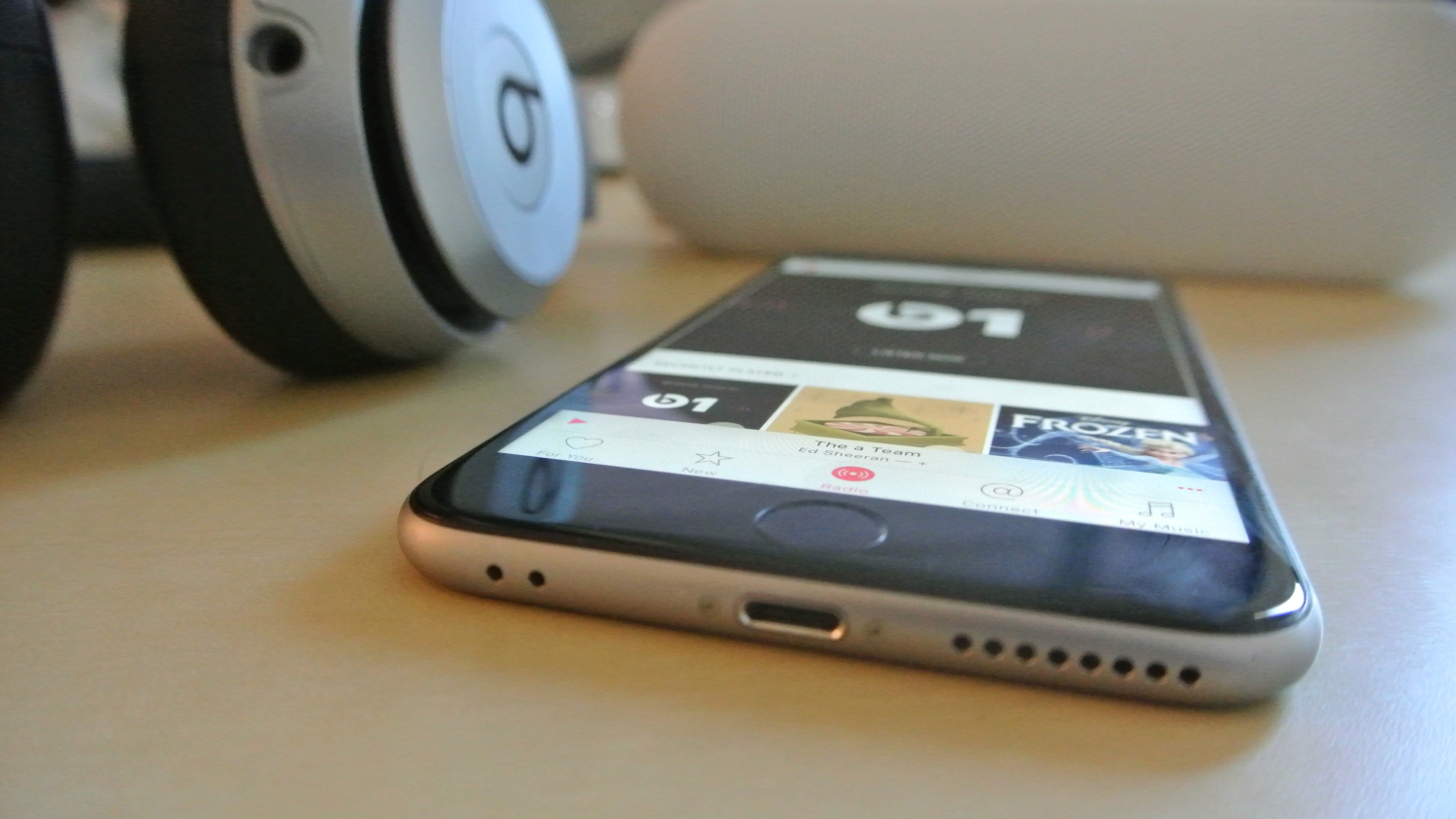 iPhone 7, iOS 9 with its headphone jack and Li-Fi tech rising rumors
